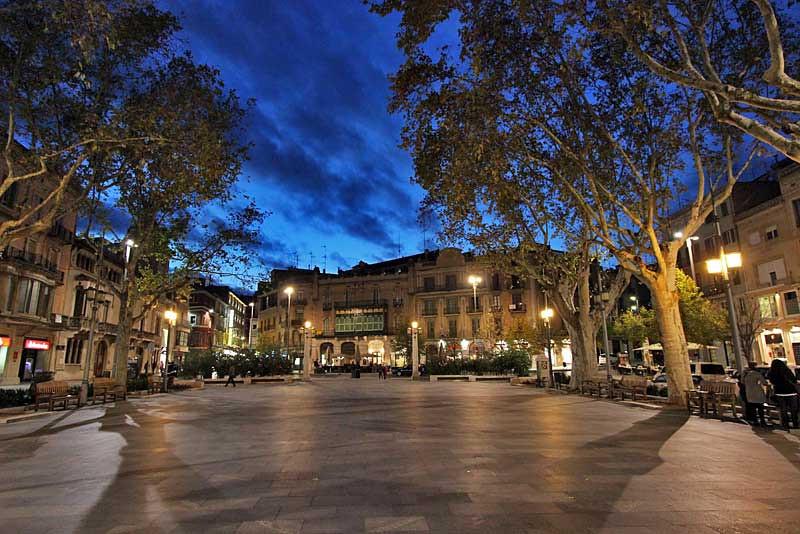 Spain-Figueres-La-Rambla-Night-L